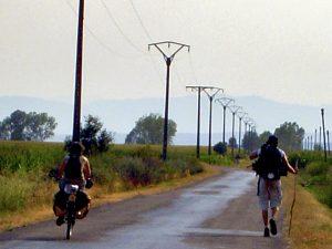 pellegrini-bicicletta-cammino
